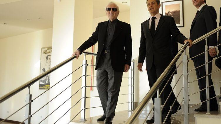 Charles Aznavour aux côtés de Nicolas Sarkozy et du président arménien Serzh Sarkizian à Erevan le 7 octobre 2011. (ERIC FEFERBERG / POOL)