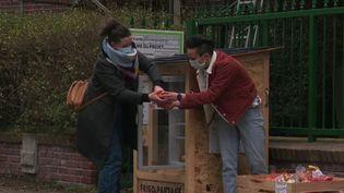 Une centaine de frigos solidaires sont installés en France. (CAPTURE ECRAN FRANCE 2)