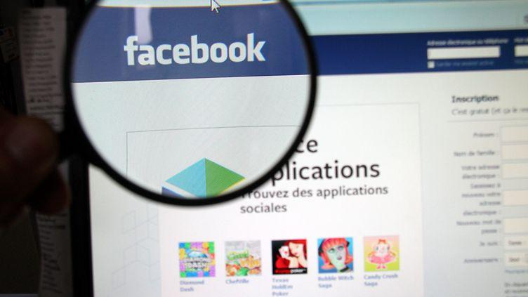 C'est en cherchant surFacebook qu'un des descendants a pu retrouver la sœur de sa mère. (MAXPPP)