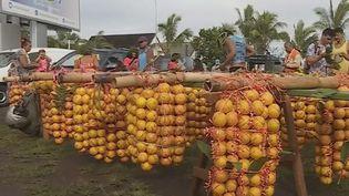 Du lundi 24 au dimanche 30 juin, France Télévisions vous fait découvrir les territoires d'Outre-mer. À Tahiti (Polynésie française), les porteurs d'oranges sont célébrés chaque année. (FRANCE 3)