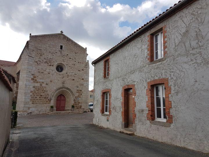 L'église de La Pommeraie-sur-Sèvre (Vendée), le 30 avril 2017. (ILAN CARO / FRANCEINFO.FR)