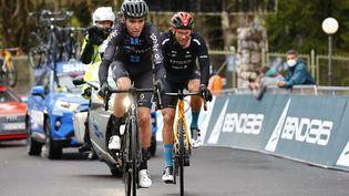 Romain Bardet est dans l'échapée du jour. (LUCA BETTINI / AFP)
