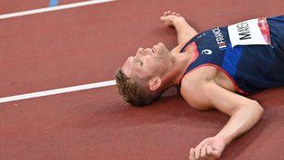 Kevin Mayer a décroché la médaille d'argent du décathlon, le 5 août 2021 à Tokyo. (ANDREJ ISAKOVIC / AFP)