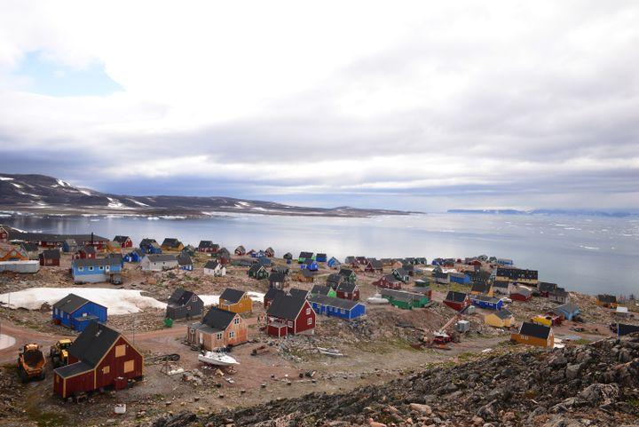 Le village d'Ittoqqortoormiit, sur la côte est du Groenland (©Vincent Hilaire)