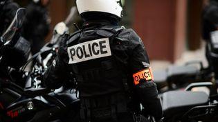 Un policier de laBrigade de répression de l'action violente motorisée, le 12 décembre 2020 à Paris. (MARTIN BUREAU / AFP)