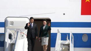 Xi Jinping et son épousePeng Liyuan à leur arrivée à Nice,dimanche 24mars 2019. (SEBASTIEN BOTELLA / MAXPPP)