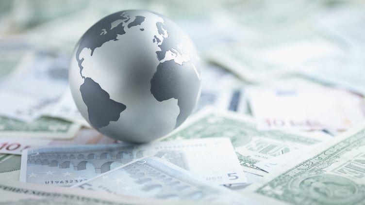 Selon des rapports annuels publiées en début d'année, l'économie mondiale serait menacée par des risques environnementaux et politiques. (Photo d'illustration) (GETTY IMAGES)