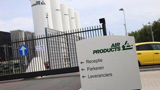 L'entrée de l'usine Air Productsplacée sous surveillance policière à Halfweg (Pays-Bas), le 26 juin 2015. ( MAXPPP)