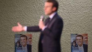 Emmanuel Macron le 24 février 2017 lors d'une réunion publique à Souillac (Lot). (ERIC CABANIS / AFP)