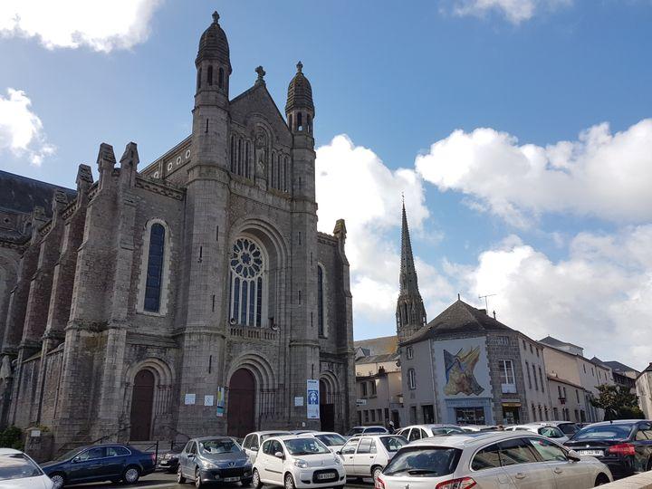 La basilique de Saint-Laurent-sur-Sèvre (Vendée), le 1er mai 2017. (ILAN CARO / FRANCEINFO.FR)
