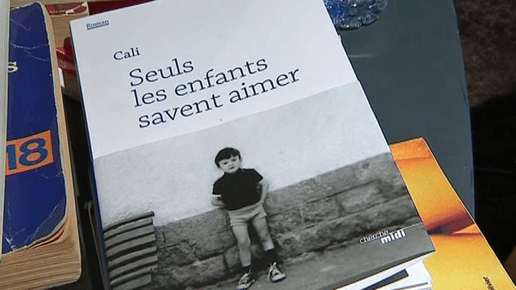 """""""Seuls les enfants savent aimer"""", le premier roman très personnel du chanteur Cali aux éditions du Cherche-Midi  (France 3 / Culturebox )"""