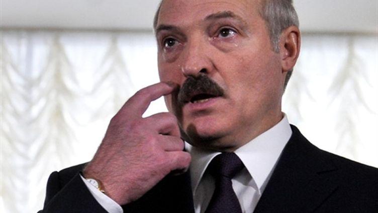 Alexandre Loukachenko le 19 décembre 2010 à Minsk, après avoir voté à l'élection présidentielle (AFP / Viktor Drachev)