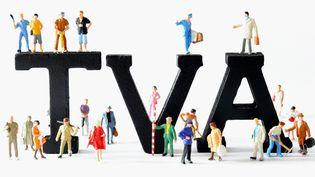 Au 1er janvier 2014, le taux de TVA intermédiaire passera de 7% à 10%, tandis que le taux de TVA principal passera de 19,6% à 20%. (PHILIPPE HUGUEN / AFP)