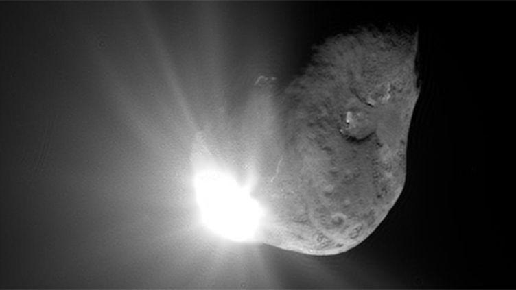 Une photo de la comète Tempel 1 prise en 2005 par la sonde Epoxi qui s'appelait à l'Epoque Deep Impact. (NASA)