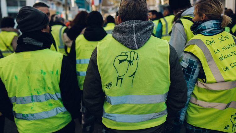 """Des """"gilets jaunes"""" manifestent à Marseille (Bouches-du-Rhône), le 15 décembre 2018. (THEO GIACOMETTI / HANS LUCAS / AFP)"""