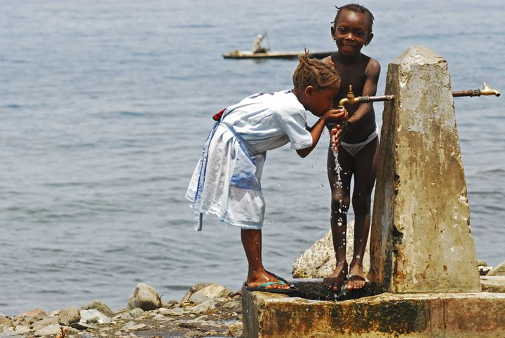 Enfants de l'île de São Tomé. 2000 enfants juifs furent déportés en 1484 par le roi du Portugal pour peupler ce nouveau comptoir africain appartenant à la couronne portugaise. (ASAEL ANTHONY / HEMIS.FR)