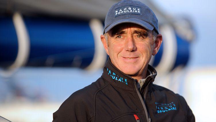 Le skipper Loïck Peyron avant son départ pour le tour du monde à la voile en équipage et sans escale, le 21 novembre 2011 à Brest (Finistère). (FRED TANNEAU / AFP)