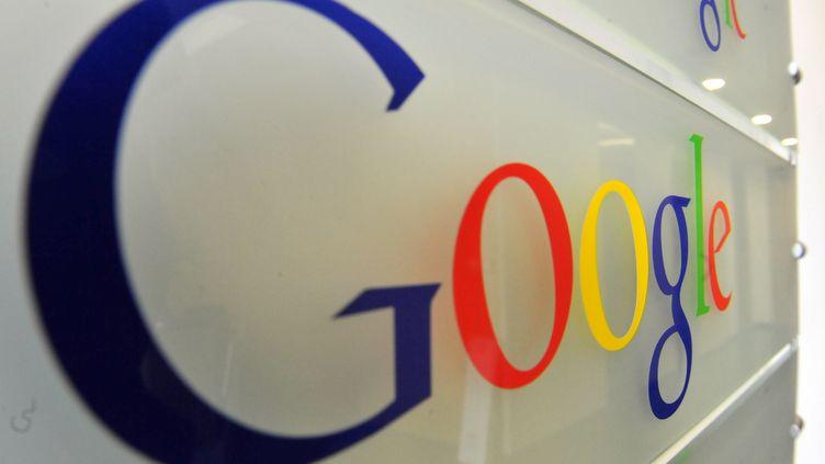 Google a retiré des articles de presse de son index européen, en application de la loi européenne sur le droit à l'oubli, provoquant une polémique, mercredi 2 juillet. (GEORGES GOBET / AFP)