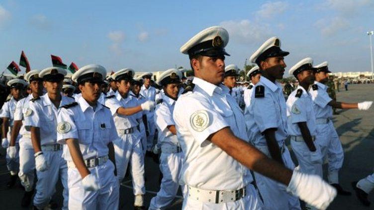Jeune soldats de la rébellion, ayant fini leur formation, à Benghazi, le 26 mai 2011 (AFP/Saed KHAN)