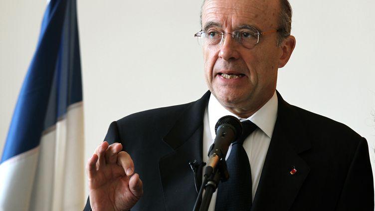 Le ministre des Affaires étrangères Alain Juppé, lors d'une conférence de presse à Tel Aviv (Israël), le 22 mars 2012. (JACK GUEZ / AFP)