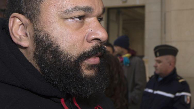 L'humoriste controversé Dieudonné, au tribunal de Paris, le 13 décembre 2013. (JOEL SAGET / AFP)