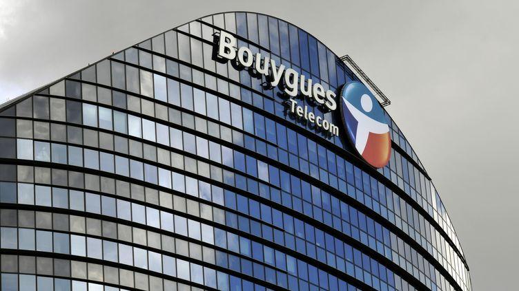 La façade du siège social du groupe Bouygues Telecom, à Paris. (BOB DEWEL / ONLY FRANCE / AFP)