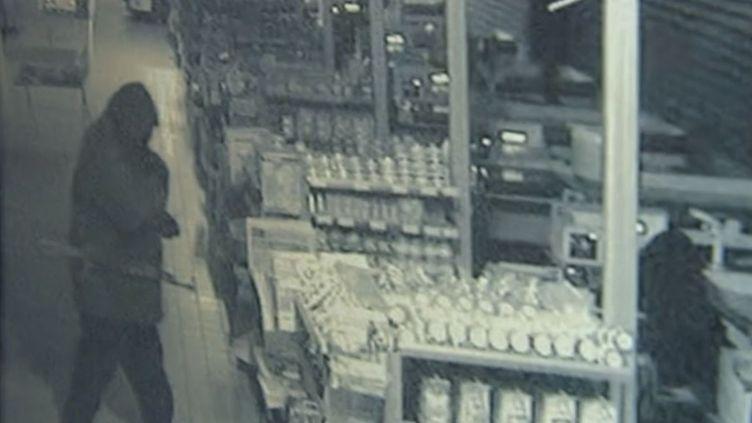 Une image d'une caméra de vidéosurveillance d'un braquage, analysée pardépartement signal image parole de la gendarmerie nationale. ( FRANCE 3 / FRANCETV INFO)