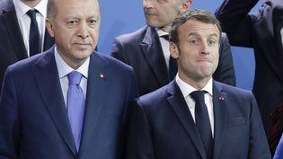 Le président turcRecep Tayyip Erdogan et Emmanuel Macron, lors d'une conférence sur la Libye, à Berlin (Allemagne), le 20 janvier 2020. (MICHAEL SOHN / AP / SIPA)