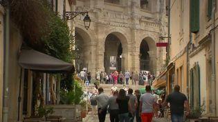Malgré la progression du virus, la feria d'Arles, dans les Bouches-du-Rhône, a été maintenue du 11 au 13 septembre. Il a fallu organiser la fête tout en respectant les contraintes sanitaires. (FRANCE 2)