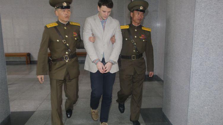 L'étudiant américainOtto Warmbier pendant son incarcération en Corée du Nord, le 16 mars 2016. (LU RUI / NURPHOTO / AFP)