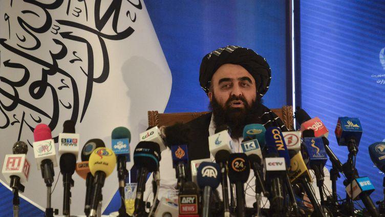 Le ministre des Affaires étrangères du gouvernement nommé par les talibans, Amir Khan Muttaqi, le 14 septembre 2021 à Kaboul. (HOSHANG HASHIMI / AFP)