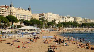Une plage à Cannes (Alpes-Maritimes), le 10 mai 2016. (ROLLINGER-ANA / ONLY FRANCE / AFP)