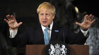 Boris Johnsonlors d'une conférence de presse à Manchester au Royaume-Uni, le 27 juillet 2019. (RUI VIEIRA / AP)