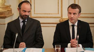 Le Premier ministre Edouard Philippe et le président Emmanuel Macron à l'Elysée, à Paris, le 30 octobre 2017. (LUDOVIC MARIN / AFP)