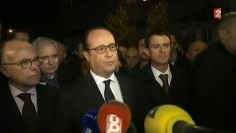 François Hollande, le 14 novembe près du Bataclan. (FRANCETV INFO)