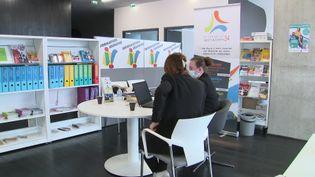 A l'Espace Jeunes Citoyens de Montpellier, des ateliers sont organisés pour aider les jeunes à décrocher un job d'été. (France 3 Languedoc-Roussillon)