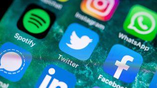 Image d'illustration d'applications sur un téléphone. (FABIAN SOMMER / DPA / AFP)