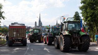 Des agriculteurs montent un barrage à Rouen (Seine-Maritime), le 21 juillet 2015. (DAVID VILLAIN / CITIZENSIDE.COM / AFP)