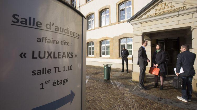 L'ouverture du procès des lanceurs d'alerte de l'affaire Luxleaks au palais de justice de Luxembourg, le26 avril 2016. (JULIEN WARNAND / EPA)