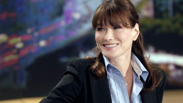 Carla Bruni-Sarkozy au 13h de TF1, le 16 mai 2011, à Boulogne-Billancourt. (AFP/POOL/THIBAULT CAMUS)