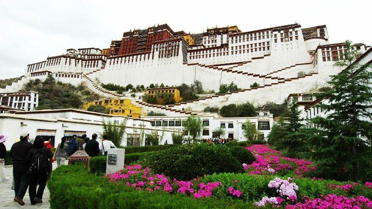 Le palais duPotala à Lhassa, au Tibet, attire des milliers de touristes chaqueannée. (DONG NAIDE / IMAGINECHINA)