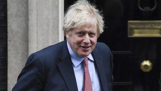 Le Premier ministre britannique, Boris Johnson, quitte le 10 Downing Street, à Londres, le 29 janvier 2020. (ALBERTO PEZZALI / NURPHOTO / AFP)