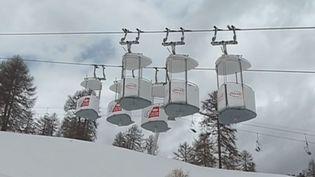 Des télépulsés de la station de ski de Risoul, dans les Hautes-Alpes. (FRANCE 3)