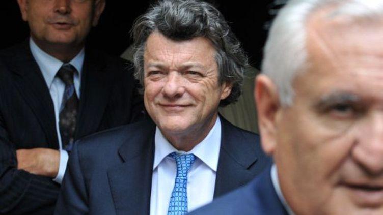 Le président de la Parti radical de Jean-Louis Borloo, candidat potentiel pour l'élection présidentielle française de 2012, flanqué de l'UMP de Jean-Pierre Raffarin (AFP PHOTO / ALAIN JOCARD)
