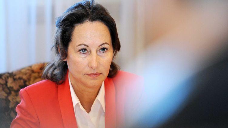 Ségolène Royal rencontre des élus locaux et des syndicats de l'entreprise ArcelorMittal à Gandrange (Moselle), le 24 septembre 2011. (EMILE POL/ SIPA)