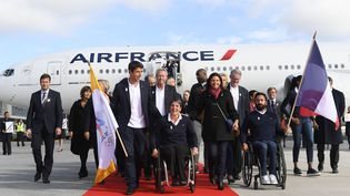 Retour victorieux de Lima pour la délégation française autour de Tony Estanguet et Anne Hidalgo, après l'annonce de la désignation de Paris comme ville-hôte des JO 2024. (PHILIPPE MILLEREAU / DPPI MEDIA)