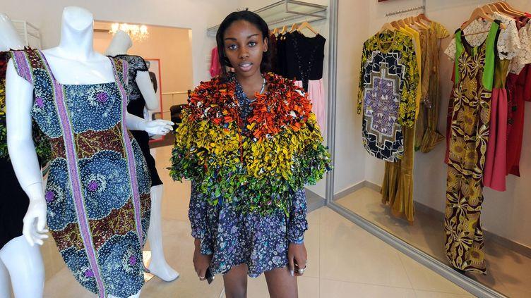 Un mannequin porte un vêtement vendu dans le concept store Temple Muse à Lagos (Nigéria) en juin 2013  (PIUS UTOMI EKPEI)