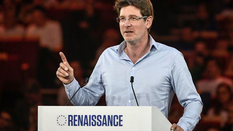 """Pascal Canfin, numéro 2 de la liste """"Renaissance"""", lors d'un meeting à Aubervilliers, le 30 mars 2019. (STEPHANE DE SAKUTIN / AFP)"""