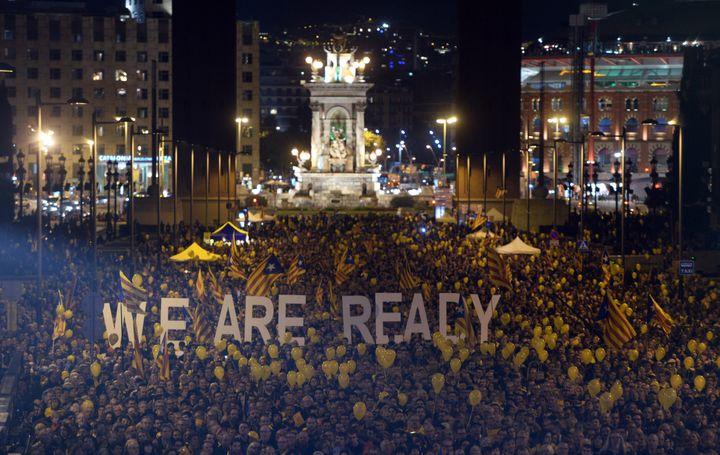 Manifestation en faveur du vote consultatif sur l'indépendance de la Catalogne, à Barcelone, le 7 novembre 2014. (EVRIM AYDIN / ANADOLU AGENCY / AFP)