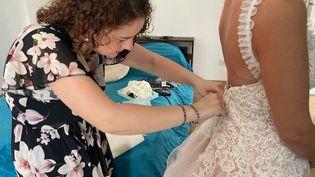Les robes de mariée sont l'une des spécialités de la styliste rouennaise Camille Boillet. (INGRID POHU / RADIO FRANCE)